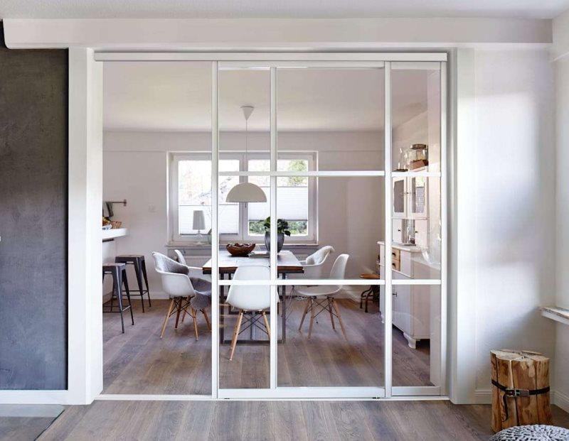 Купейные двери в кухне-гостиной