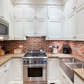 кухня с кирпичной стеной декор фото