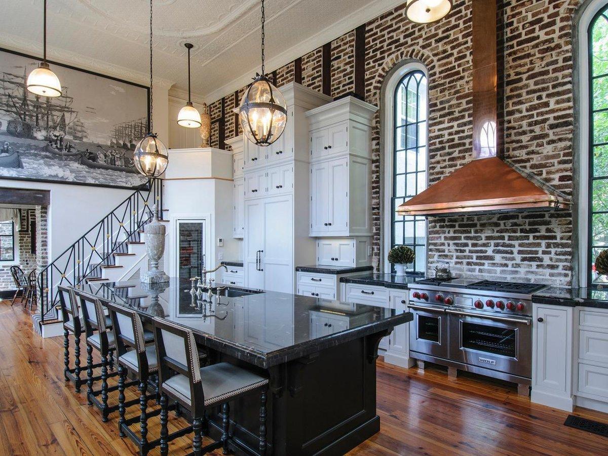 кухня с кирпичной стеной дизайн идеи