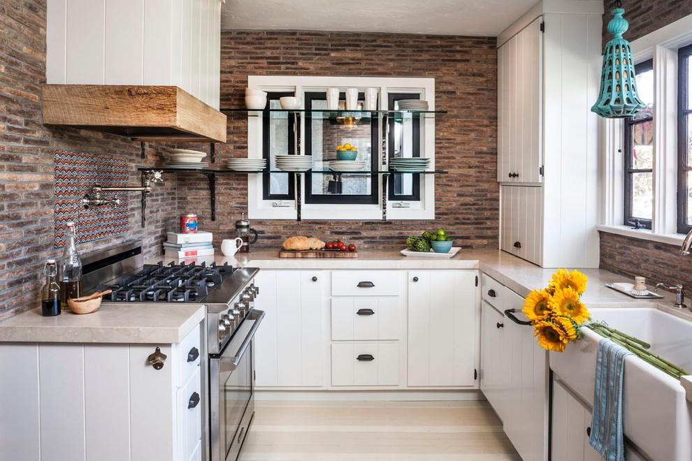 кухня с кирпичной стеной фото декор