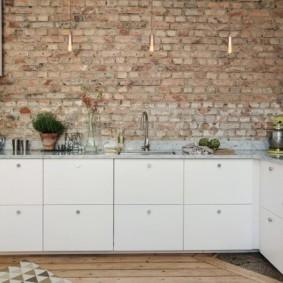 кухня с кирпичной стеной обзор