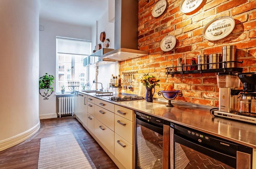 кухня с кирпичной стеной оформление