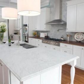 ламинат на кухне обзор