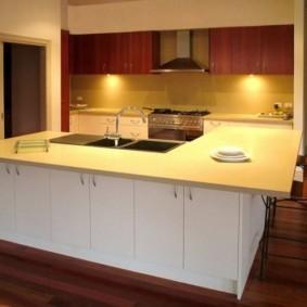ламинат на кухне обзор фото