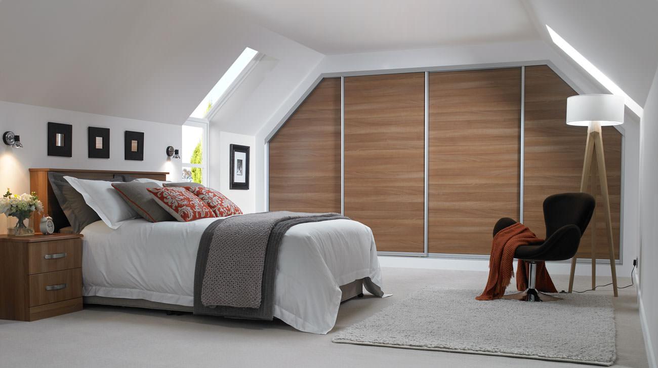 спальня на мансарде фото декор
