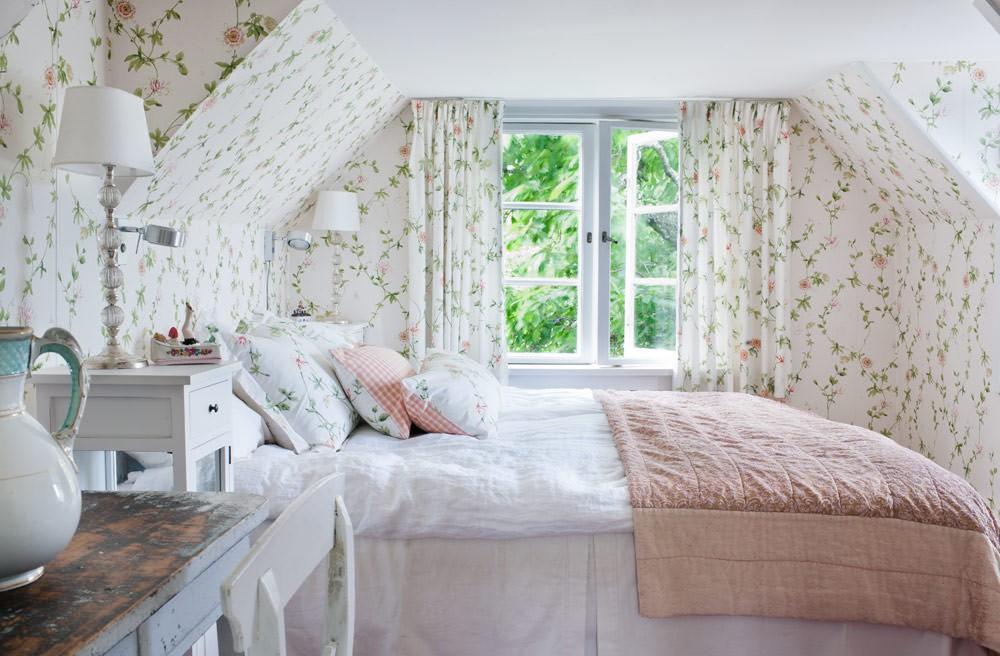 спальня на мансарде фото декора