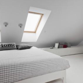 мансардная спальня идеи интерьера