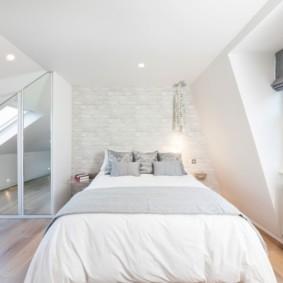 мансардная спальня интерьер