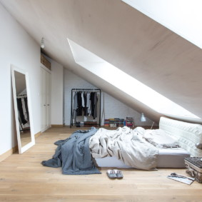 мансардная спальня интерьер фото