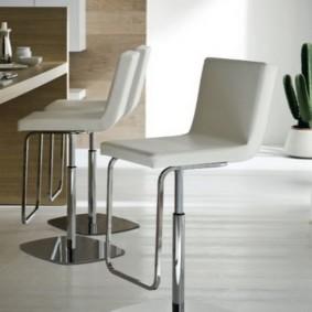 барные стулья для кухни интерьер фото