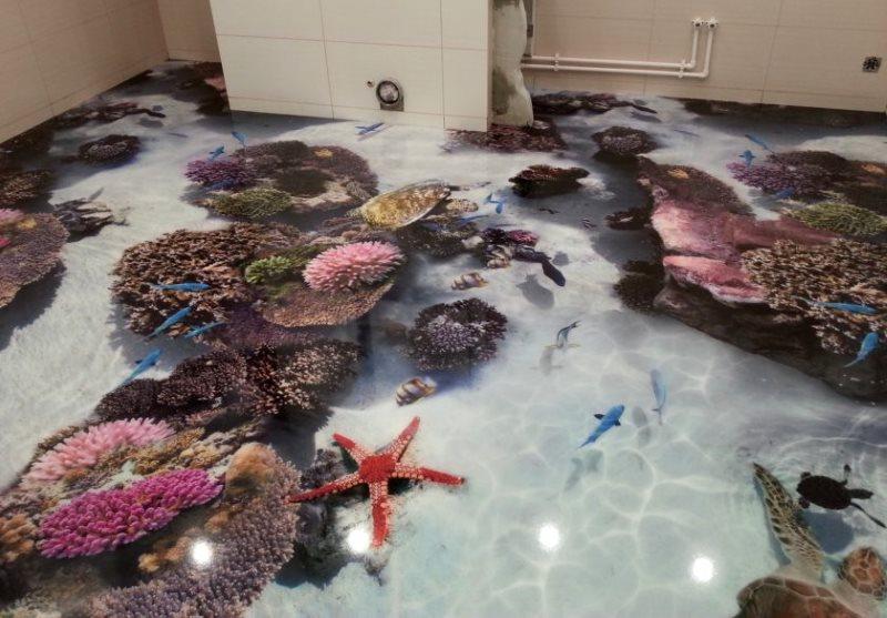 Звезды и кораллы на полу в ванной комнате