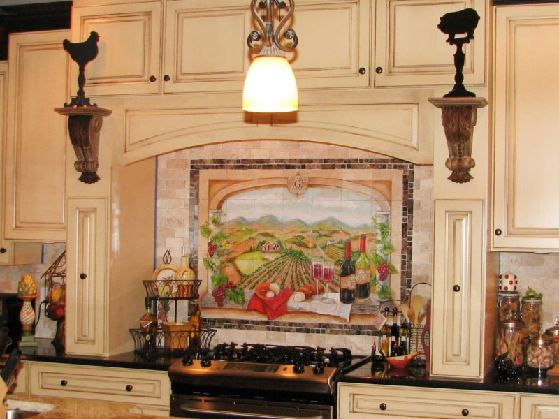 Декор мозаикой фартука в итальянской кухне