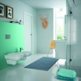Декор стен просторной ванной комнаты