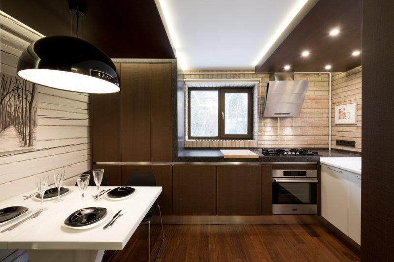 Контрастный потолок из натяжных полотен