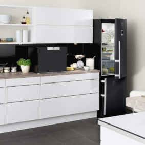 холодильник на кухне интерьер