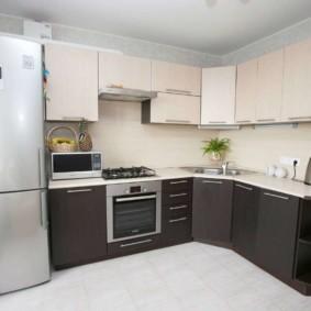 холодильник на кухне фото интерьер