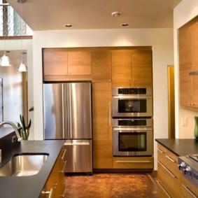 холодильник на кухне оформление