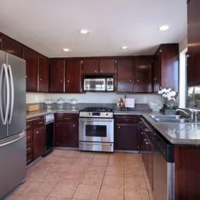 холодильник на кухне оформление фото