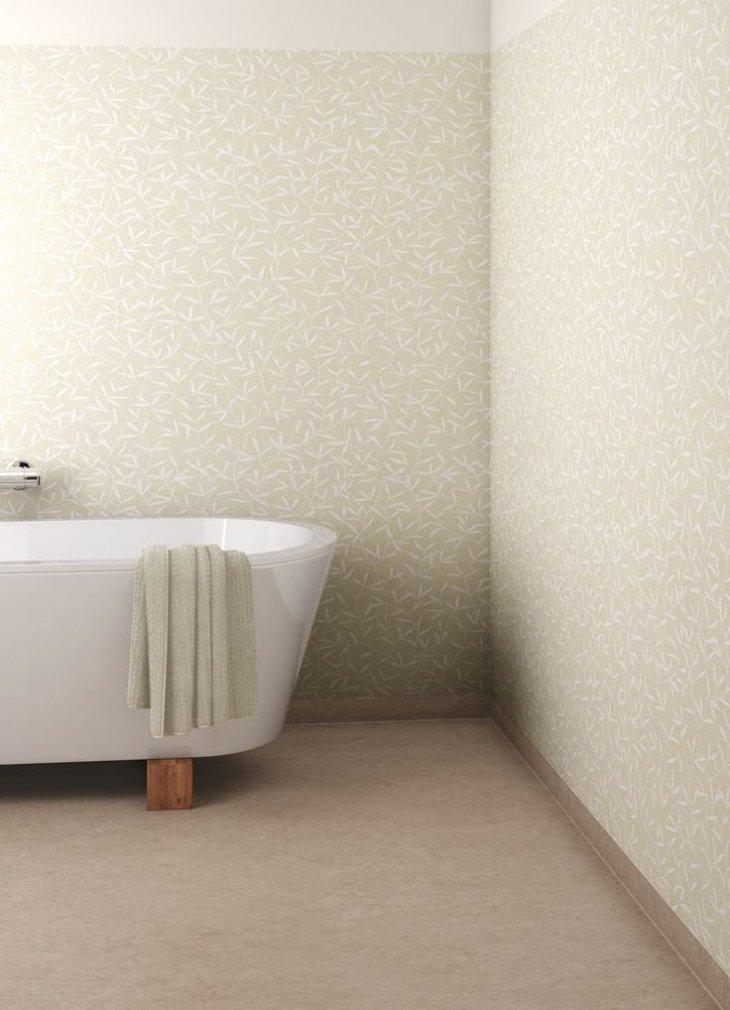 Нейтральное покрытие пола в современной ванной