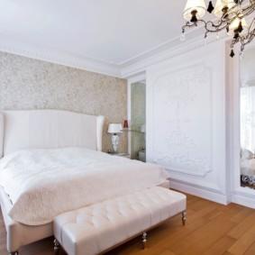 спальня в стиле неоклассика белый декор