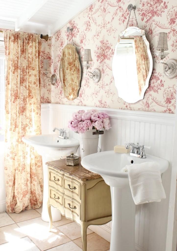 Цветочные обои в ванной шебби шик