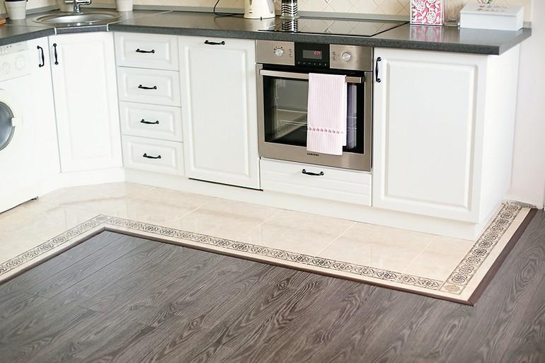 ламинат на кухне с плиткой