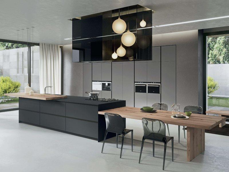 Дизайн кухни частного дома с панорамными окнами