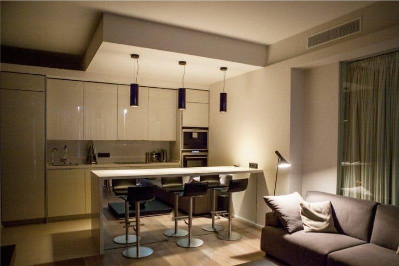 Зонирование барной стойкой кухни-гостиной