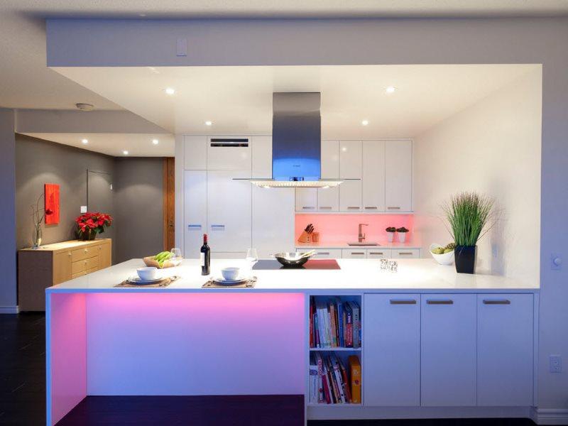 Освещение кухни в стиле модерн с двухуровневым потолком