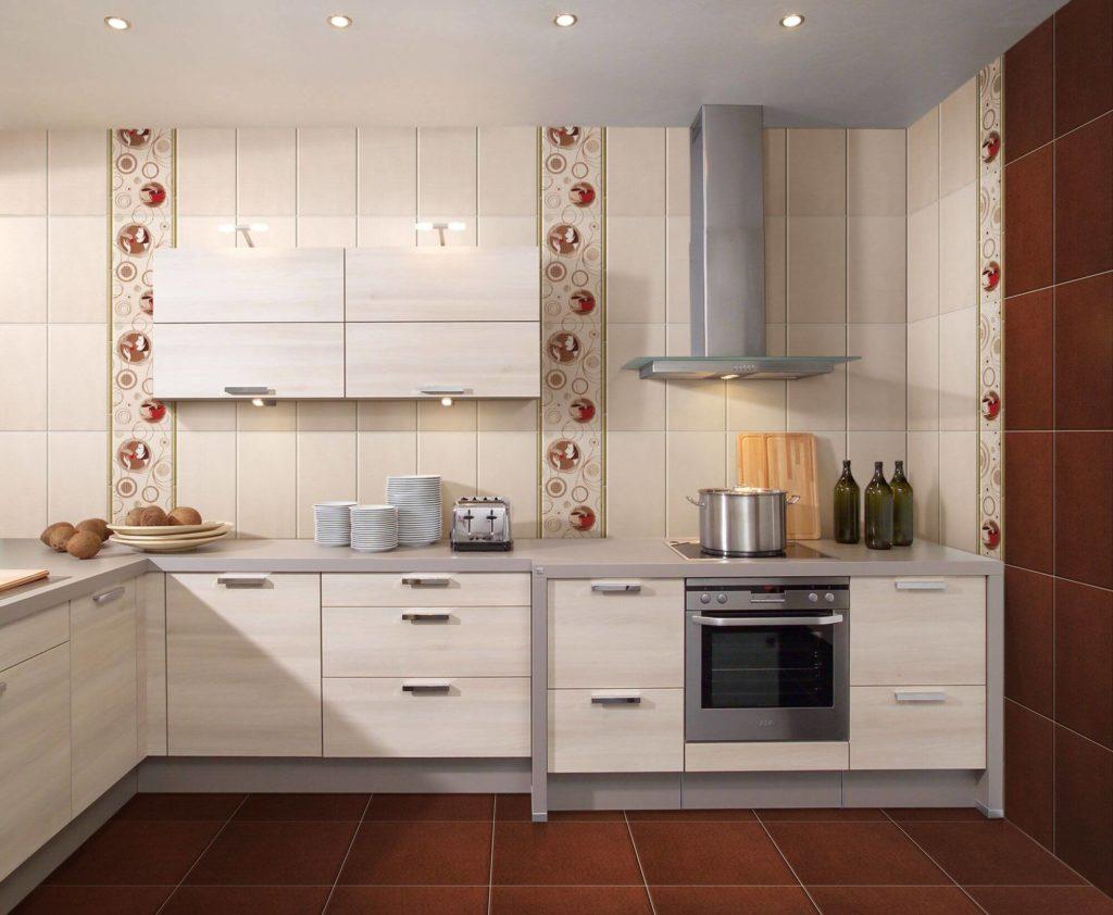 бюджетный интерьер кухни с белой плиткой