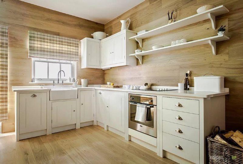 Кухня частного дома с отделкой стен панелями МДФ