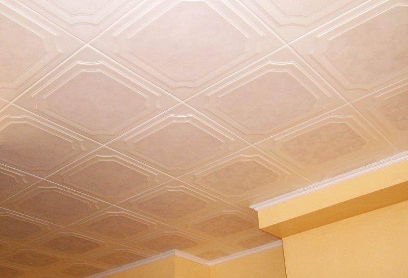 Плитка из полистирола на потолке кухни