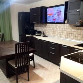 Место для телевизора в интерьере кухни