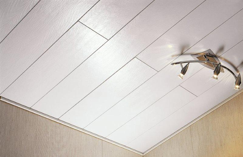 Облицовка кухонного потолка ламинированными панелями