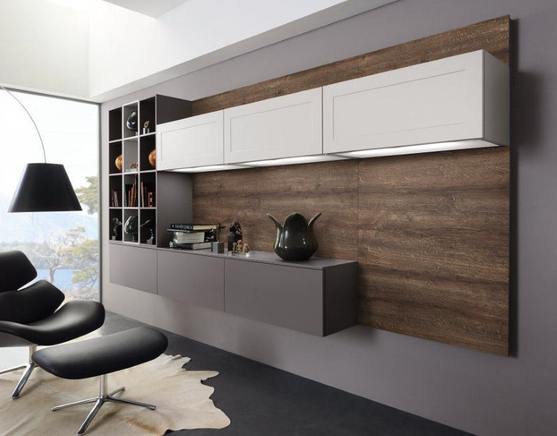 Серый шкаф без ножек в линейной кухне