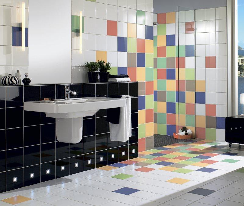 Плитка-калейдоскоп на полу ванной комнаты