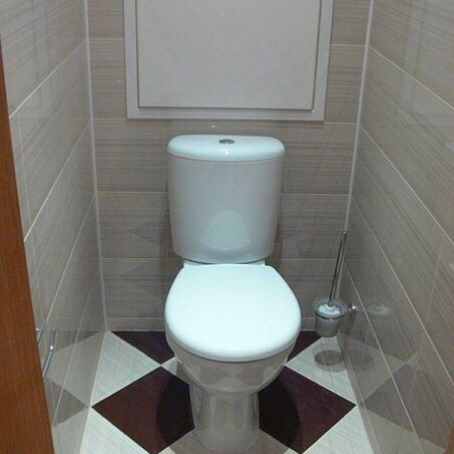 Керамическая плитка на полу компактного туалета