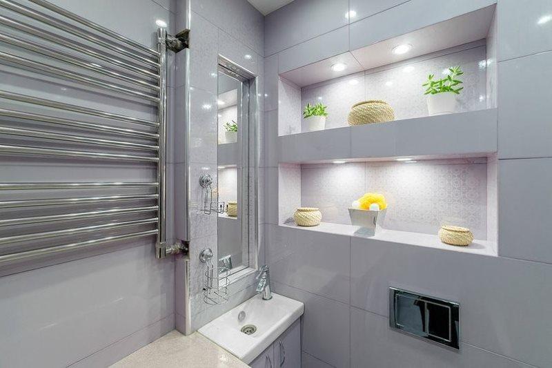 Ниши с подсветкой в интерьере ванной комнаты