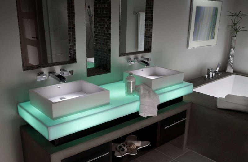 Дизайн ванной комнаты с оригинальной подсветкой раковин