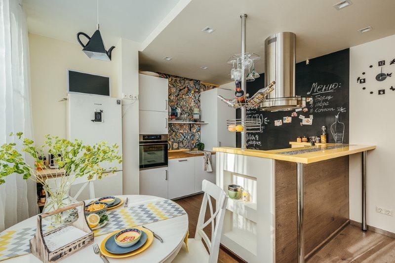 Выделение рабочей зоны кухни с помощью потолка из гипсокартона