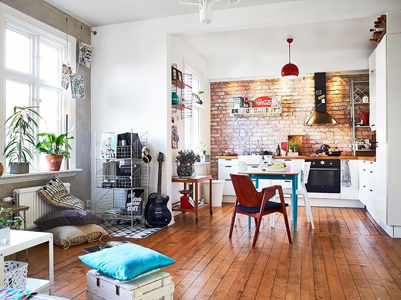 Дощатый пол в кухне-гостиной 30 кв метров