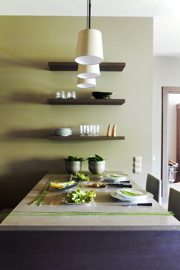полка над кухонным столом фото дизайн подходит