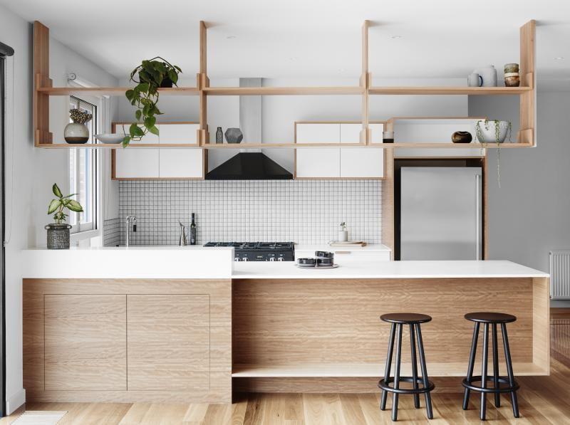 Зонирование кухонного пространства с помощью полок