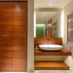 Дизайн ванной комнаты с отделкой из деревянных панелей