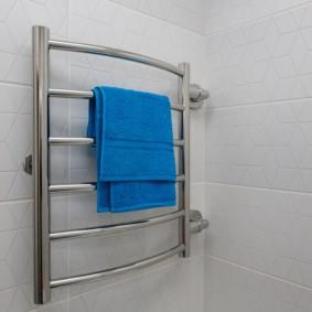 электрический полотенцесушитель в ванную фото