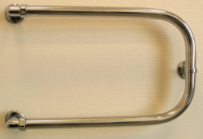 Подковообразный полотенцесушитель водяного типа