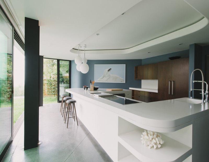 Зонирование кухни двухуровневым потолком натяжного типа