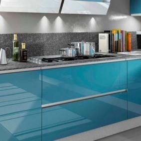 Голубые фасады кухонной мебели
