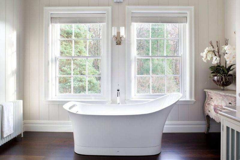 Отделка стен ванной в частном доме ПВХ-панелями