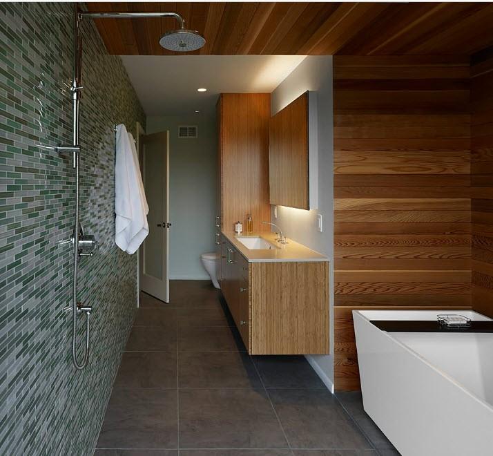 Коричневые панели под дерево в интерьере ванной